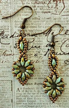 Linda's Crafty Inspirations: Bracelet of the Day: SuperDuo Flower Chain Bracelet and earrings to go with it! Free pattern