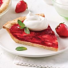Tarte aux fraises et crème fouettée - Recettes - Cuisine et nutrition - Pratico Pratique Strawberry Recipes, Panna Cotta, Waffles, French Toast, Muffins, Cheesecake, Food And Drink, Sweets, Breakfast