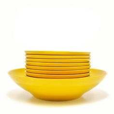 Melamine salad bowls to hold your leafy greens or your favorite side dish. Great for dinner parties or for popcorn on the couch.