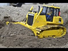 OUTSTANDING RC DOZER KOMATSU D65WX-17 PUSHING HARD SOIL - YouTube Rc Construction Equipment, Rc Radio, Radio Control, Heavy Equipment, Scale Models, Tractors, Diorama, Youtube, Miniatures