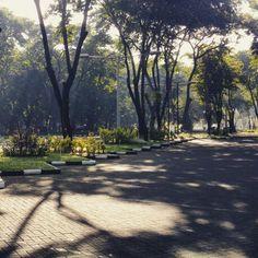Lapangan parkir Masjid Manarul Ilmi di Pagi Hari