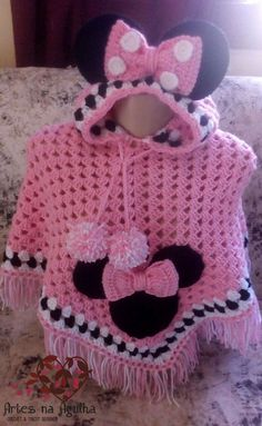 Best 12 Beautiful hand crochet poncho and hat in minni mouse coloured red black and white.Best 12 Discover Art inspiration, ideas, styles – Page 766949011521973968 – SkillOfKing. Crochet Baby Clothes, Crochet Girls, Crochet For Kids, Hand Crochet, Knit Crochet, Crochet Hats, Disney Crochet Patterns, Crochet Disney, Crochet Poncho Patterns