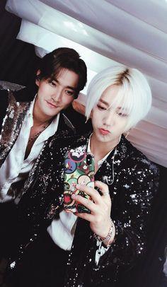 Siwon and Yesung @ Super Junior Super Junior Kpop, Super Junior Donghae, Choi Siwon, Leeteuk, Heechul, K Pop, Super Elf, Programa Musical, Last Man Standing