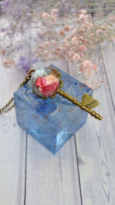 Rose Necklace, Key Necklace, Jewelry Necklaces, Etsy Jewelry, Jewellery, Handmade Crafts, Handmade Jewelry, Handmade Items, Etsy Handmade