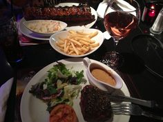 _ På steak house i London med min dejlige veninde Simone, super lækkert mad og en lækker rosé vin til også!