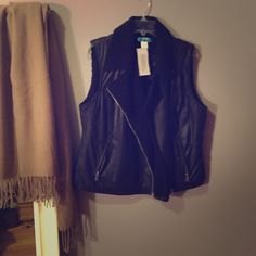 Black Vest perfect for colder weather Jackets & Coats Vests