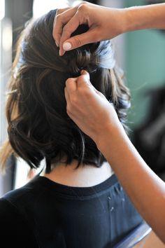 short hair updo hair tutorial via - diy hairstyles shorthair Short Medium Length Hair, Medium Hair Styles, Curly Hair Styles, Short Wavy, Short Cuts, Short Hair Updo, Long Wavy Hair, Thick Hair, Half Updo