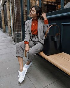 90 Sophisticated Work Attire and Office Outfits for Women to Look Stylish and Chic - Lifestyle State Casual Work Outfits, Business Casual Outfits, Mode Outfits, Classy Outfits, Trendy Outfits, Business Casual Sneakers, Formal Outfits, Work Casual, Winter Fashion Outfits