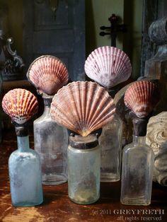 ❥ Shells & old bottles table decor Seashell Art, Seashell Crafts, Beach Crafts, Seashell Frame, Mermaid Crafts, Seashell Jewelry, Altered Bottles, Bottles And Jars, Glass Bottles