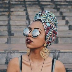 I want it all, the head wrap, the lipstick and the earrings 😩