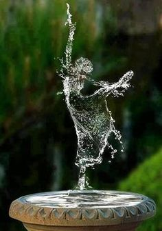 water art  http://www.facebook.com/KIMOKAME this is SO PRETTY!!!!!!!!