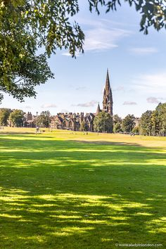 This is The Meadows, Edinburgh. This travel itinerary for 4 days in Edinburgh, Scotland has the best Edinburgh itinerary for your trip to Scotland. It has everything from Edinburgh Castle to Edinburgh University and more. If you're looking for the best things to do in Edinburgh, this great Edinburgh itinerary has it all.