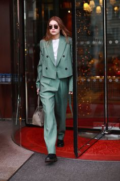 image to close this window Gigi Hadid Outfits, Gigi Hadid Style, Model Outfits, Fashion Outfits, Women's Fashion, Star Clothing, Celebrity Style Inspiration, Model Street Style, Cute Comfy Outfits