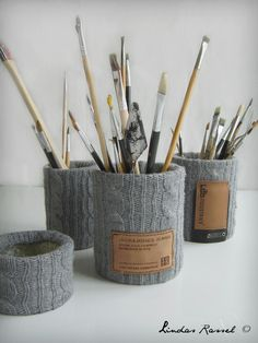 Diy pen rack of sweater Diy Craft Projects, Diy Home Crafts, Diy Arts And Crafts, Diy Crafts For Kids, Pinterest Room Decor, Recycled Tin Cans, Pot A Crayon, Diy Cans, Tin Can Crafts
