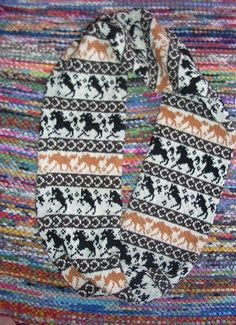 And this is the inspiration for a gift for a friend of mine for must Christmas--to use this concept to knit a reversible horse themed scarf