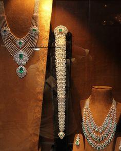 Diamond Wedding Necklace and Jada - Latest Indian Jewellery Designs Indian Wedding Jewelry, Indian Jewelry, Bridal Jewellery, Jewellery Making, Diamond Necklace Set, Diamond Jewelry, Emerald Earrings, Gold Jewelry Simple, Gold Jewellery Design