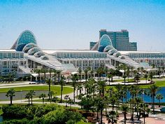 Orlando County Convention Centre within walking distance from Vista Cay