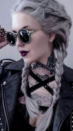 Bad lady style - Real Time - Diet, Exercise, Fitness, Finance You for Healthy articles ideas Goth Beauty, Dark Beauty, Mode Emo, Photographie Portrait Inspiration, Estilo Rock, Silver Hair, Alternative Fashion, Gothic Fashion, Lady