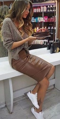Brown veggie leather pencil skirt paired with oversized knit sweater and white sneakers for comfy yet stylish look. Winter Trends, Summer Trends, Look Fashion, Winter Fashion, Womens Fashion, Fashion Styles, Skirt Fashion, Street Fashion, Zara Fashion