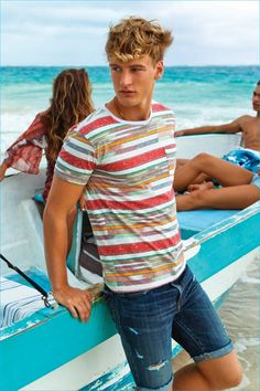 American Eagle embraces colorful prints for the ultimate summer wardrobe.