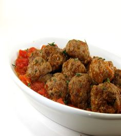 Albondigas, Spanish Meatballs in Tomato Sauce is a very popular dish, usually served as a tapas in bars up and down Spain. It is usually served with fresh bread on the side to dip into the tomato sauce. Meatball Recipes, Beef Recipes, Cooking Recipes, Healthy Recipes, Spanish Meatballs, How To Cook Meatballs, Mexican Dishes, Mexican Food Recipes, Ethnic Recipes