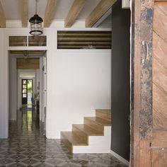 Peekaboo staircase