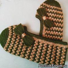 Footprints or socks? Ideas and Crochet Slipper Pattern, Crochet Slippers, Crochet Hats, Smocking Patterns, Baby Knitting Patterns, Bed Socks, Smocks, Socks And Sandals, Filet Crochet