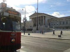 le Parlement - Ringstrasse http://www.trace-ta-route.com/bienvenue-vienne-la-ville-des-palais-des-vignes/ #TraceTaRoute www.trace-ta-route.com