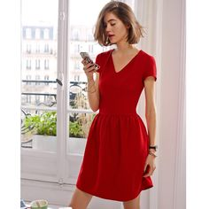 Short-Sleeved Flared Jacquard Dress MADEMOISELLE R : price, reviews and rating, delivery. Short-sleeved jacquard dress. Flared cut. Pleated detailing at the neckline. 2 pockets. Length 90 cm. 55% polyester, 41% viscose, 4% elastane.