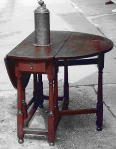 English 18th century swing leg oak dining table c1720