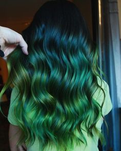 23 Stylish and Fun Hair Dye ideas to try in 2019 - Hair Colors - New Hair Styles Vivid Hair Color, Green Hair Colors, Hair Dye Colors, Ombre Hair Color, Cool Hair Color, Ombre Hair Dye, Green Hair Ombre, Mint Green Hair, Neon Green