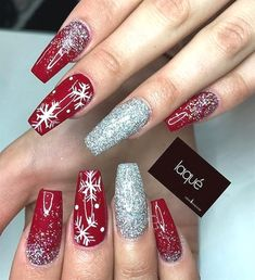 Winter nails with snowflake; red and white Christmas nails; cute and unique Christmas nails; Cute Christmas Nails, Xmas Nails, Christmas Nail Designs, Holiday Nails, Christmas Manicure, Christmas Ideas, Christmas Design, Christmas Acrylic Nails, Christmas Holiday
