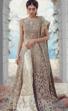 Indian wedding outfits - For order & enquiries mail evincehautecoutur… 8453099044 Made to order – Indian wedding outfits Pakistani Party Wear, Pakistani Wedding Outfits, Pakistani Dresses, Indian Dresses, Pakistani Gharara, Moda Indiana, Desi Wedding Dresses, Bridesmaid Dresses, Walima Dress