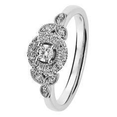 Herkän ja romanttisen Clara-sormuksen muoto on kauniin pitsimäinen. Valkokultainen Clara Queen hehkuu ajatonta glamouria ja on erittäin näyttävä yksinään tai toisen sormuksen rinnalla. Timantit 0,09 + 14 x 0,005 + 6 x 0,01 H/SI. Istutus leveimmilllään 7,5 mm. Saatavilla myös keltakultaisena. Design Sami Laatikainen. Suoistushinta 1298 €. Muoto, Heart Ring, Engagement Rings, Queen, Jewelry, Design, Enagement Rings, Wedding Rings, Jewlery