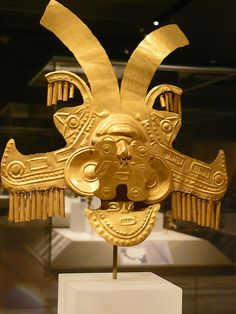 C CE Colombia: Calima Yotoco culture hammered gold headdress. Ancient Artefacts, Ancient Civilizations, Ancient History, Art History, Statues, Colombian Art, Mesoamerican, Hammered Gold, Ancient Jewelry
