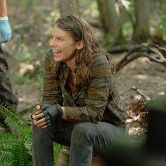 The Walking Dead Netflix, Ensemble Cast, Lauren Cohan, Staying Alive, Celebs, Celebrities, Book Series, Military Jacket, Tv Shows