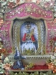 Resultado de imagem para como fazer registos do senhor santo cristo Altered Boxes, Arte Popular, Touch Of Gold, Quilling, Snow Globes, Art Decor, Christmas Ornaments, Holiday Decor, Painting