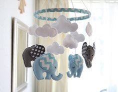 BABY BOY  vivero  móvil gris azul  elefante móvil  por FlossyTots