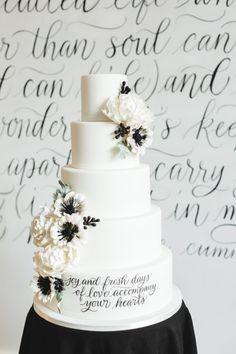 Black and white cake: http://www.stylemepretty.com/canada-weddings/quebec/montreal/2015/05/12/modern-black-white-inspiration-shoot/ | Photography: Lisa Renault - http://www.lisarenault.com/