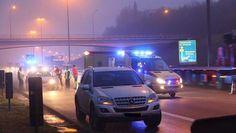 Een vrouw is vanmorgen aangereden door een vrachtwagen nadat ze was uitgestapt op de pechstrook van de E17 in Waasmunster. Ze werd een aantal meters ...