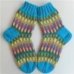 Colorful Socks, Happy Socks, Knitting Socks, Sock Shoes, Crochet, Mittens, Knitting Patterns, Scarves, Slippers