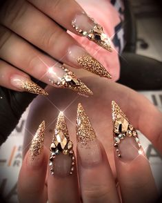 Gefällt dir was du siehst? Dope Nails, Bling Nails, Glitter Nails, Fun Nails, Gold Stiletto Nails, Gold Glitter, Beautiful Nail Designs, Beautiful Nail Art, Fabulous Nails