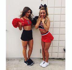 Pheromone For Women To Attract Men Cheer Picture Poses, Cheer Poses, Cheer Team Pictures, Cheerleading Pictures, College Cheerleading, Cheerleading Uniforms, Competitive Cheerleading, Teen Girl Poses, Football Cheerleaders