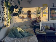 Check Out These Arts And Crafts Tips. New ideas can help you go in many different directions. Cozy Bedroom, Bedroom Decor, Bedroom Ideas, Industrial Bedroom Design, Bohemian Room, Comfort Zone, My Room, Room Inspiration, The Dreamers