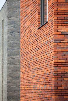 afwisseling dikke en dunne steen May House, Brick Works, Brick Detail, Brick Architecture, Brick Colors, Brick Tiles, Brick Design, Villa, Building Facade