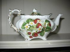 HAMMERSLEY TEA FOR 2 SMALL TEAPOT STRAWBERRY RIPE BONE CHINA ENGLAND ~H437