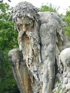 Enesta gigante estatua del siglo XVI fueron descubiertas habitaciones secretas