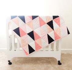 13 Easy Free Baby Quilt Patterns to Sew! Here are some absolutely charming Free Baby Quilt Patterns for Beginners to sew! Baby quilts are the best! They are adorable and come together so quickly. Triangle Quilt Tutorials, Triangle Quilt Pattern, Quilting Tutorials, Triangle Quilts, Geometric Quilt, Hexagon Quilt, Diy Quilt, Patchwork Quilt, Free Baby Quilt Patterns