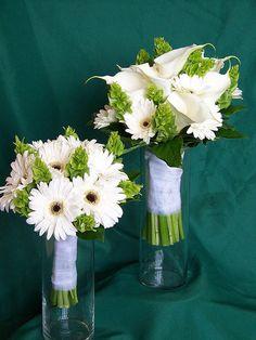 Love the bells of Ireland flowers in this arrangement.. greenmitchells3.jpg 480×640 pixels