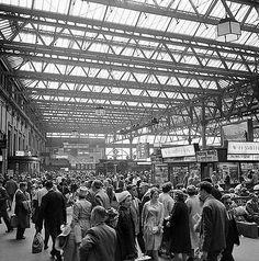 Waterloo Station, York Road, Lambeth, Greater London 1962-1964 Photographer John Gay Vintage London, Old London, London City, East End London, South London, London History, British History, Diesel, Waterloo Station